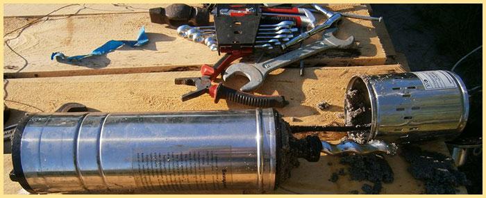 Разобранный насос на ремонте