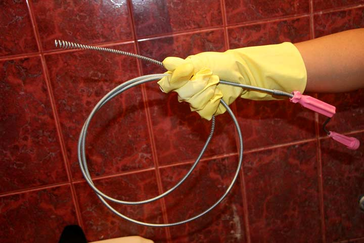 Как пользоваться тросом для прочистки канализации