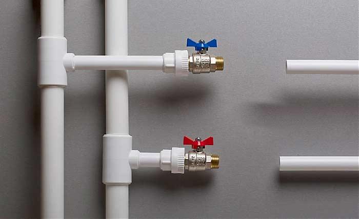 Кран американка в системе водопровода