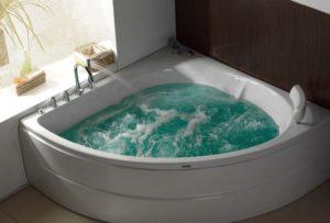 Ванна-джакузи с водой