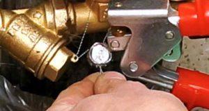 Пломба из свинца не боится высоких и низких температур и проста в использовании.