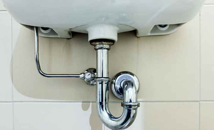 Подключение сифона к канализации на кухне