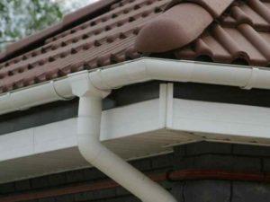 Отводящие трубы – предназначены для соединения воронки и водосточного стояка