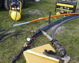 трубопровод, наполненный водой, оставляют на пару часов