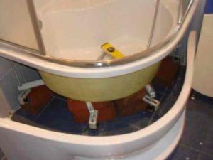 Изучив инструкцию к сборке, следует приготовить инструменты с материалами для установки