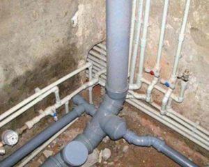наличие унитаза, к которому подключают холодную воду с канализацией