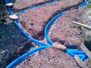 при наличии дренажа и высоком стоянии подземных вод септику не грозит выдавливание из почвы