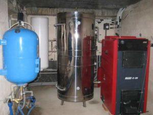 Чтобы сохранять тепло, между емкостью и внешним материалом прокладывают слой теплоизоляции